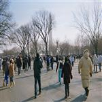 Les gens se dirigent vers le Washington Monument au National Mall à Washington, DC, pour a ...
